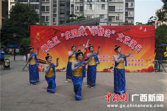 图为老挝舞蹈。