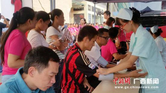 广西南宁梦之岛发动员工参与无偿献血
