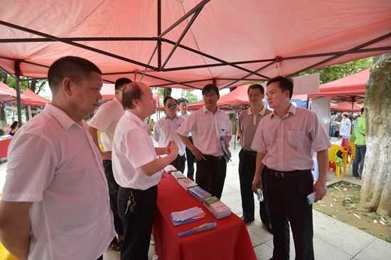 北海市分管安全生产工作副市长陈勋亲临现场指导该局开展安全生产宣传。