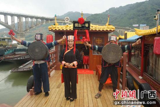 """广西在东兰红水河码头举行""""铜鼓一号""""游船首航仪式"""