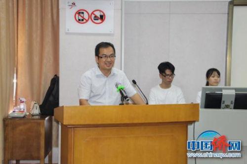 图为研习班班主任李荣做总结发言。 林浩 摄