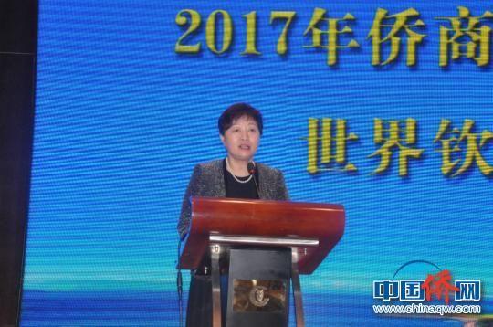 图为中国侨联副主席康晓萍致辞。 林浩 摄