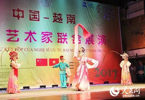 中国演员倾情表演精彩戏曲节目。刘刚 摄