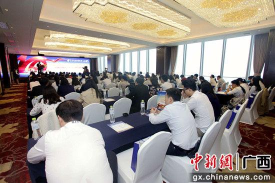 广西发改委、广西金融学会、区内大型发债企业、券商等60余家机构代表出席论坛。