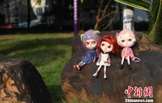图为黄思林改妆成功的洋娃娃。 俞靖 摄