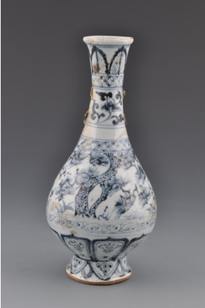 青花松竹梅纹长颈瓶(一级文物)