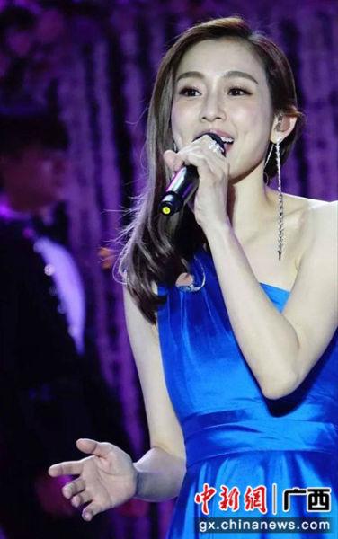 图为范玮琪在演唱。