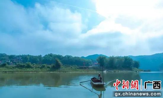 图为东安江风景。