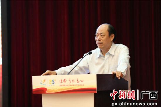 图为 碧桂园集团创始人杨国强在会上发言。