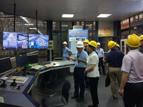 考核组参观南南铝产品加工过程