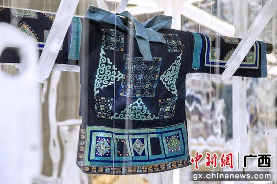 贵州乌当苗族女式上衣