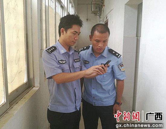 图为民警从调查受害人出车当日微信钱包的交易记录锁定嫌疑人。警方供图