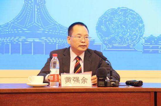 图为防城港市委常委、宣传部部长、副市长黄强余。