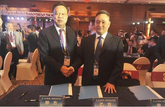 融创中国西南区域集团广西桂林公司与桂林市人民政府签订《融创会仙湿地国际旅游度假小镇项目》。