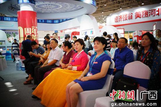分享会吸引众多参展嘉宾和观众驻足聆听。叶晓东 摄