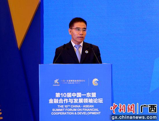 中国邮政储蓄银行副行长徐学明作主题演讲。