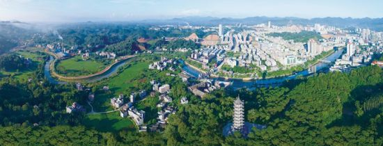 图为美丽的浦北县城。