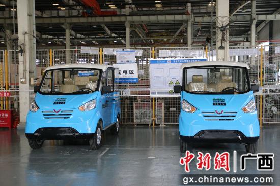 图为五菱M100共享电动观光车 。林馨 摄