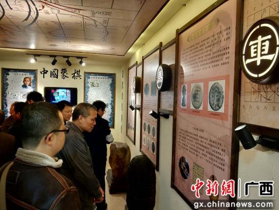 民众参观象棋文化馆。