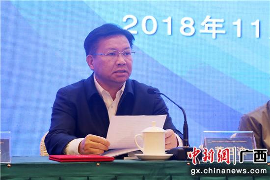 广西政协副主席、广西科协主席黄日波致欢迎辞。 农立尧 摄