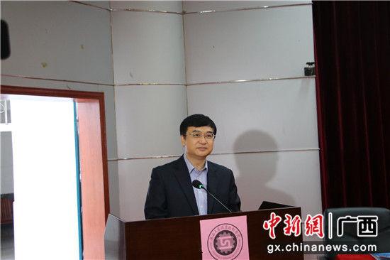 图三为广西工业职业技术学院邱镇林院长致辞