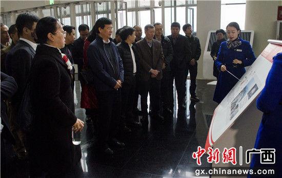 北海市常务副市长陈维(左二)率队在成都参观考察