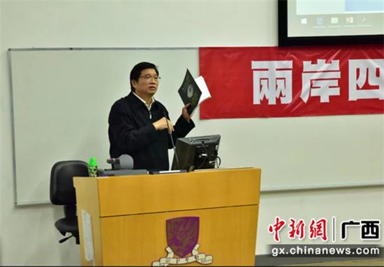 华厦建设集团董事长梁仕爵在2018年两岸四地华语诗歌高峰论坛上作题为《五艺一体韵,千年不觉陈——天爵奇观古典诗词特色与创新》的演讲。