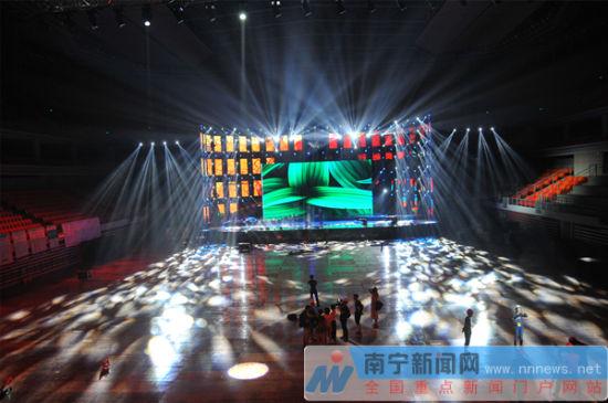2016民歌节晚会舞台完成调试 光影结合视效绚丽