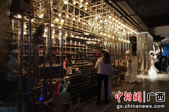 11月22日,桂林首家中式装修的如斫西餐厅在漓江河畔开业,致力打造