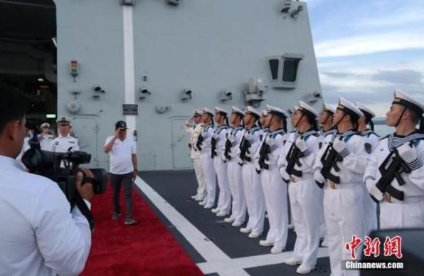 杜特尔特登中国军舰传递积极信号 菲成东盟新榜样