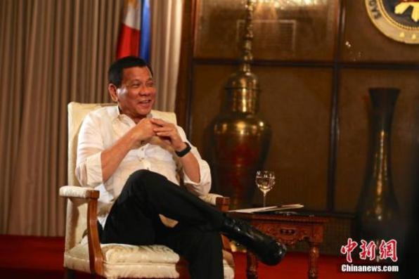 菲总统下令全国公共场所禁烟 违例者将罚款监禁