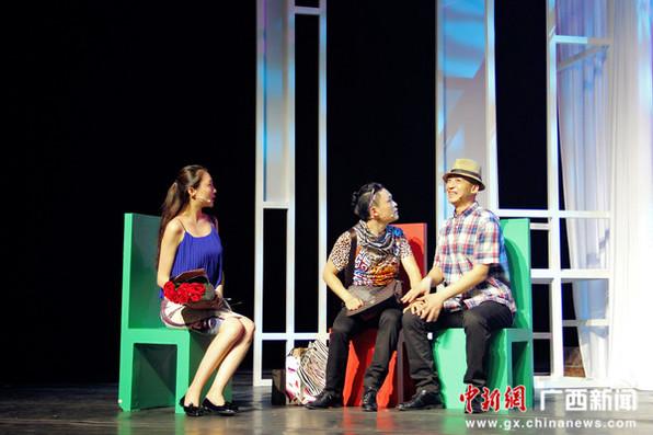话剧《剩女郎》在锦宴剧院爆笑上演 剩女当道讲述曲折故事
