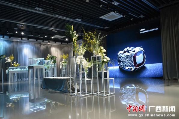 """国家艺术基金""""百越听梦""""作品展南宁开展"""