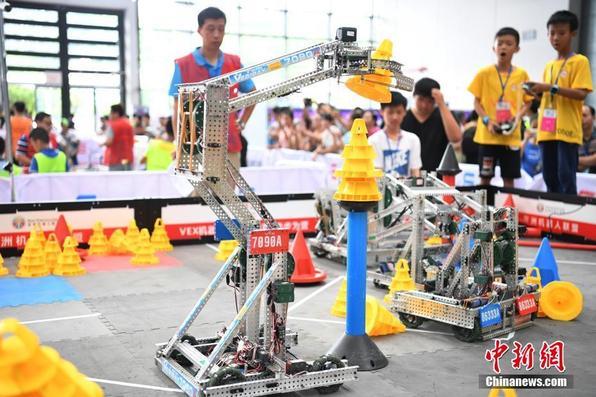 """华南5省机器人高手齐聚广西 角逐亚洲机器人大赛""""门票"""""""