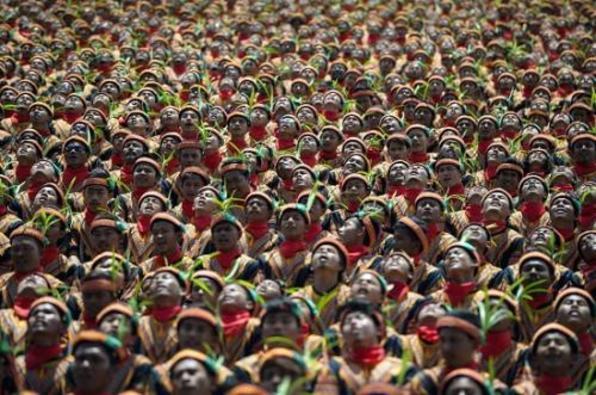 """印尼亚齐省万人齐跳传统""""沙曼舞"""" 破该国纪录(图)"""