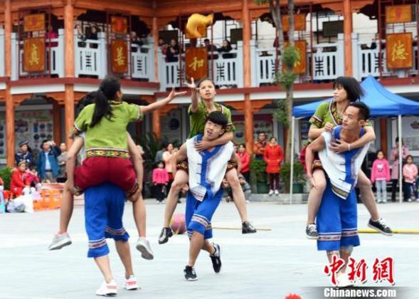 广西毛南山乡少数民族体育竞技趣味横生