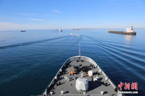 中国海军戚继光舰访问泰国梭桃邑