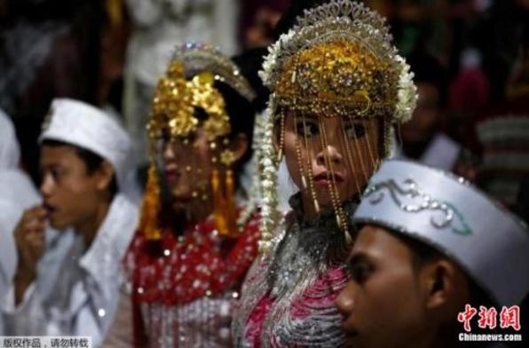 喜结连理:印尼437对情侣齐聚 集体办婚礼迎新年