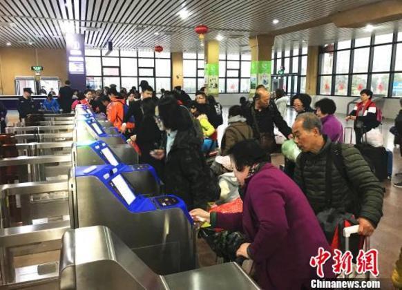 """高科技暖归途 广西北海火车站开启""""刷脸""""进站"""