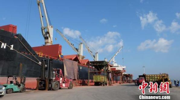 印尼总统出席中企参与建设的吉配保税港工业园落成仪式