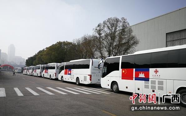 首批搭载玉柴芯的中国援柬移动诊所车交付柬方