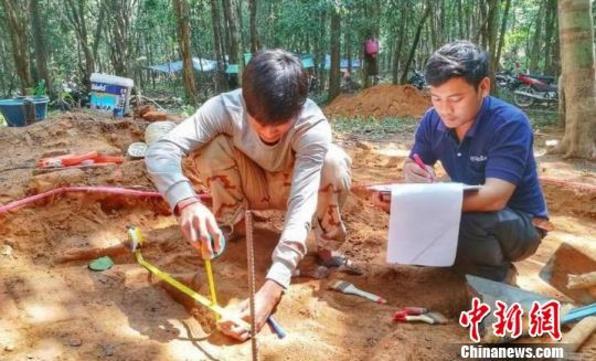 """柬埔寨""""荔枝山""""发现阇耶跋摩二世故宫遗址"""
