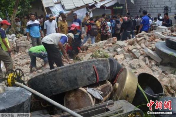 印度尼西亚一9米老旧大楼倒塌 致7人死亡2人受伤