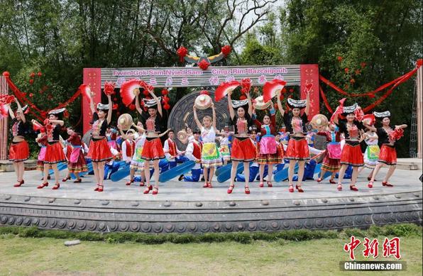 """广西""""壮族三月三""""吸引中外游客"""