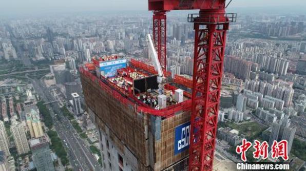 广西在建第一高楼403米核心筒封顶 刷新八桂天际线