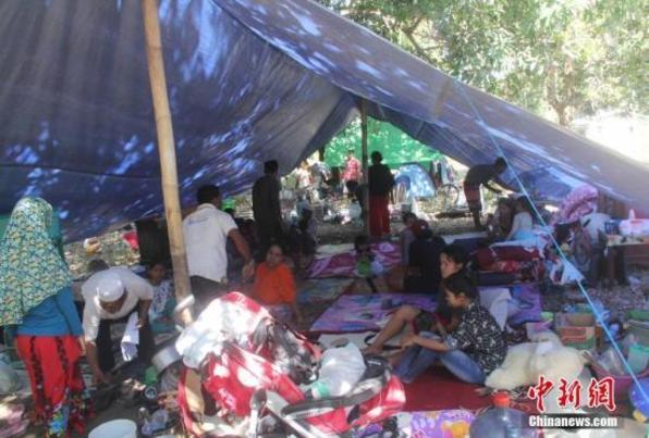 印尼龙目岛强震已致347人遇难 约16万人流离失所