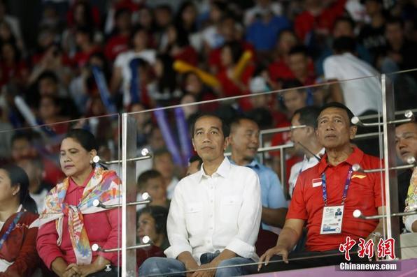 雅加达亚运会羽毛球男子团体决赛:总统现场观赛