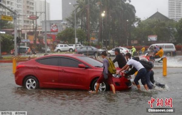 """强台风""""山竹""""肆虐致菲律宾14人死 80万人大疏散"""