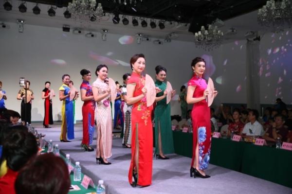 88必发手机网页官网佳丽演绎88必娱乐手机网版旗袍传统风韵