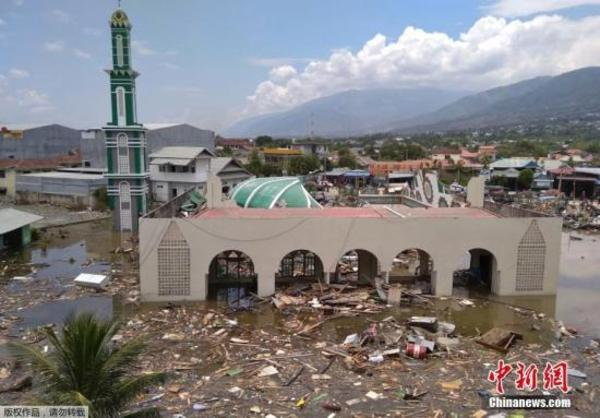印尼强震致逾400人遇难:灾区满目苍夷 逾百囚犯越狱